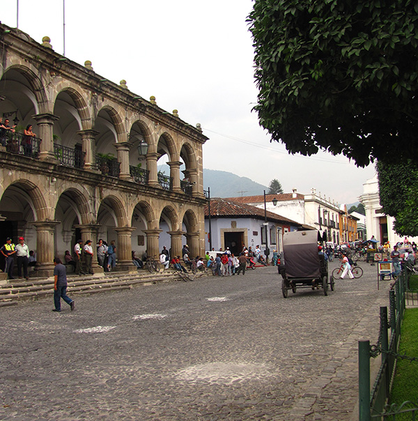 1-plaza-mayor-guatemala