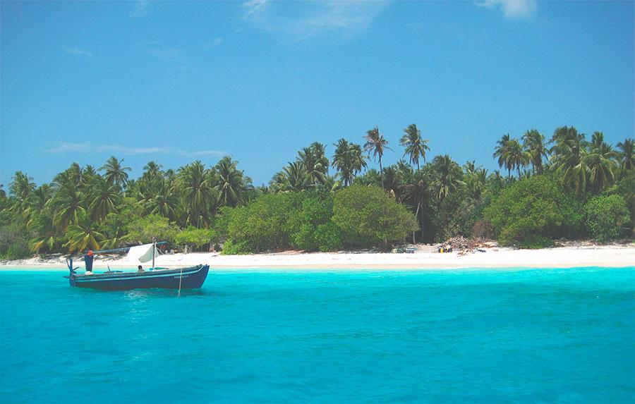 2-praia-de-mar-azul-em-maldivas