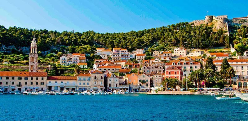 Ilha de Hvar, um dos expendidos lugares na Croácia