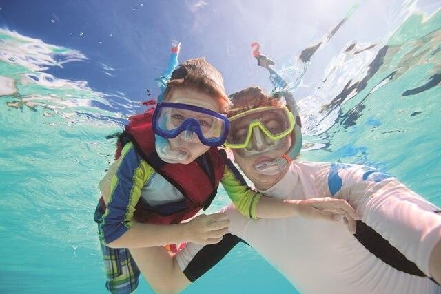 snorkeling, pessoas mergulando
