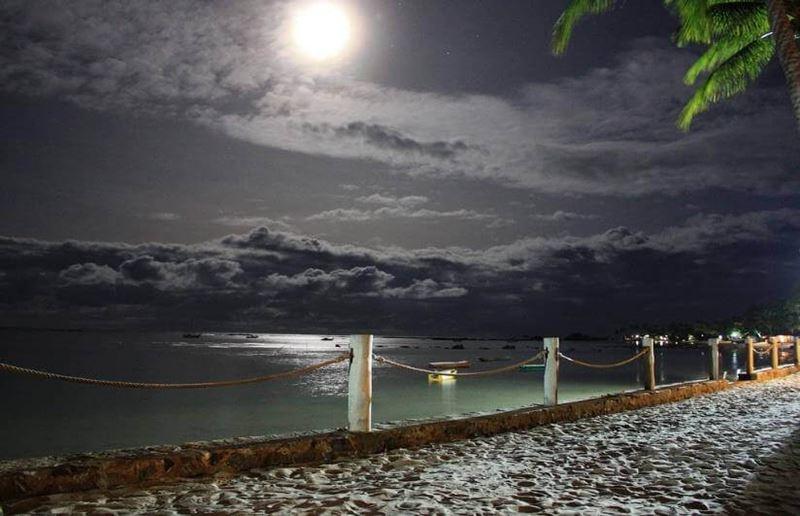 Praia de Garapué de noite, vista surpreendente