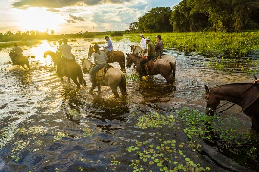 tourists-ride-horses-in-the-pantanal