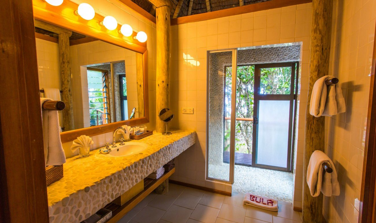 namale_gardentropical_bathroom