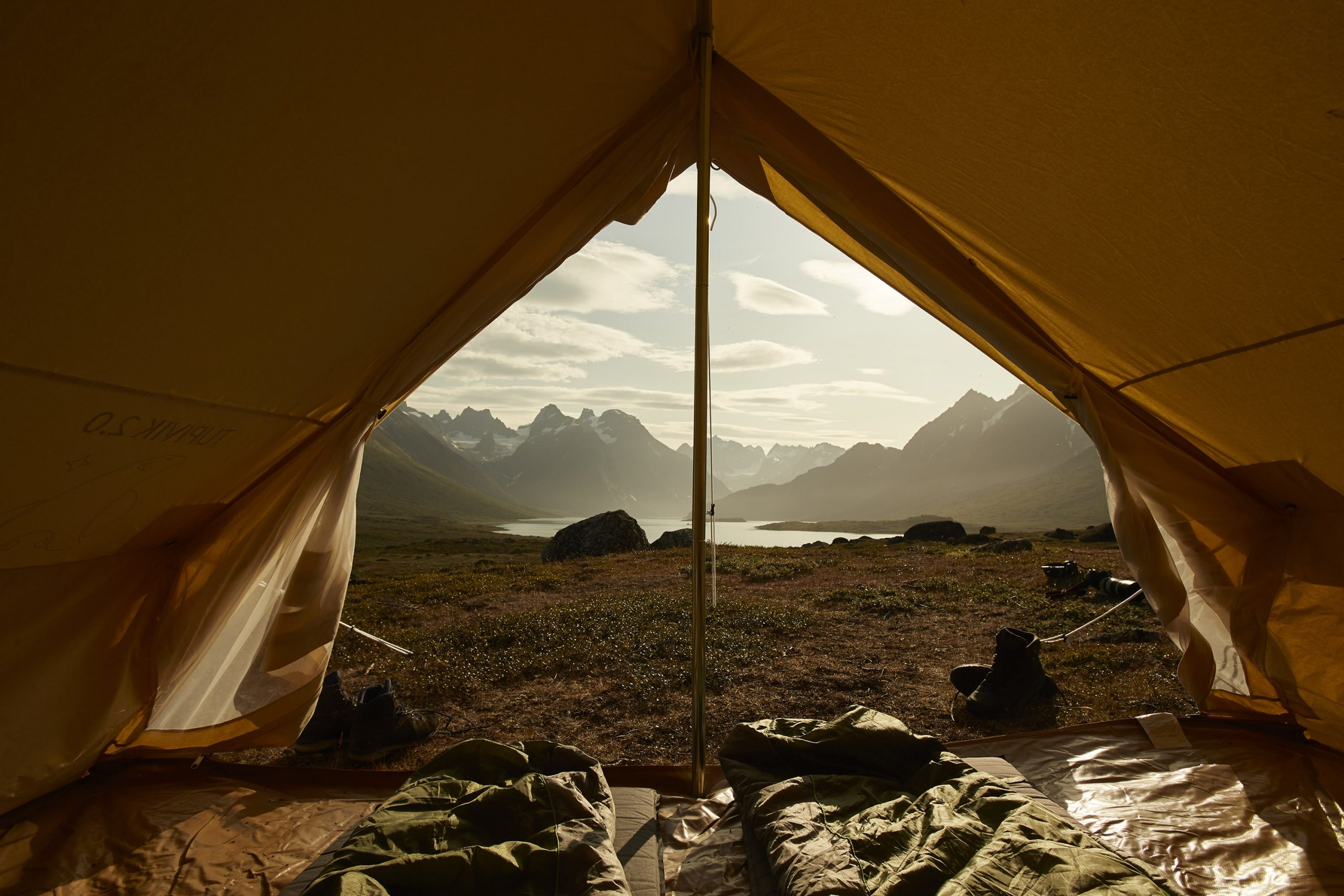 quark-expeditions_greenland-camping-experience_photographer-peterlindstrom-visitgreenlandr6a6897_credit_peterlindstrom-1-min