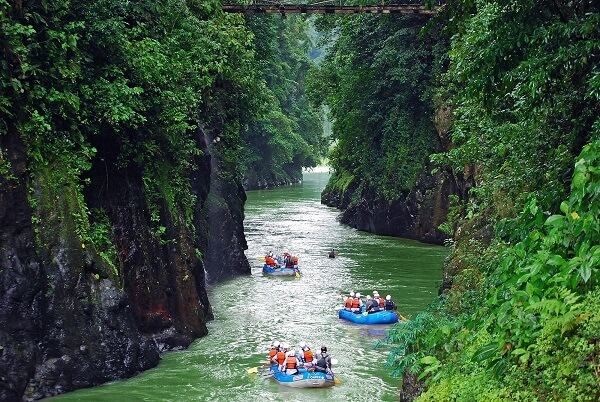 pacuare-lodge-rafting