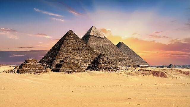 pyramids-2159286_640-1