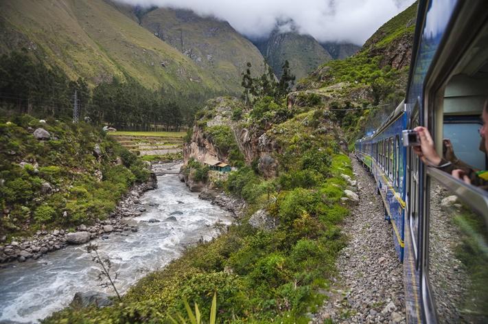 train-from-cuzco-to-machu-pichu