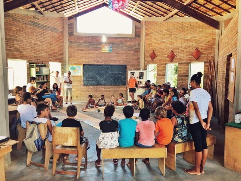 Ajuda as famílias da Escola Comunitária Mareamar