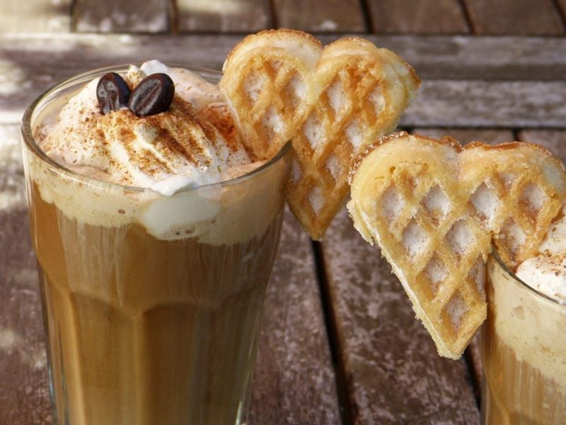 Café cremoso gelado, uma das receitas para fazer com o extraordinário café