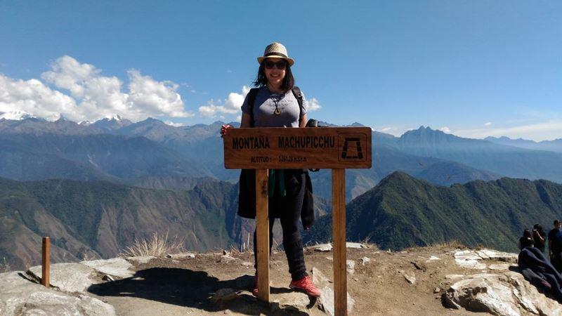 Topo da Montanha em Machu Picchu, uma das experiências com nossa gestora de marketin, Ge Barconi