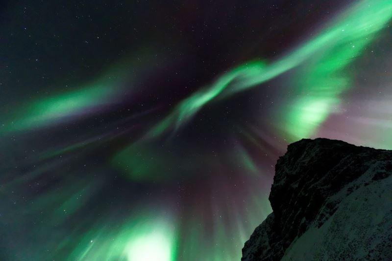 A diferença de cores da famosa aurora boreal