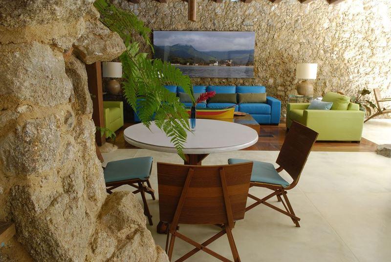 Casa Turquesa um dos destinos no Brasil para fazer home office e depois relaxar